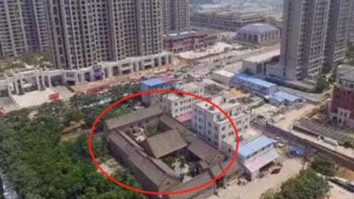 """中国最贵的""""钉子户"""",屋主称给100亿也不卖,网友:确实值这个价"""