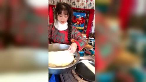 蒙古人家的美食,用牛粪煮的才香