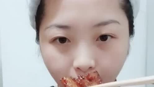 吃货小姐姐,吃自制红烧肉,看着真是美味啊