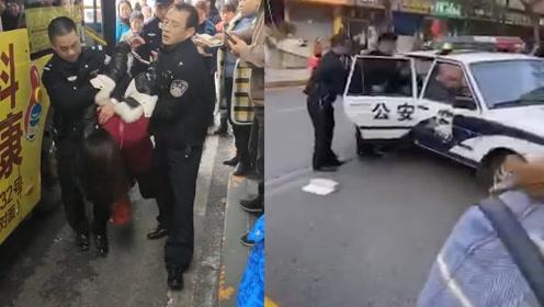 愤怒!重庆万州一女子坐过站拍打公交司机驾驶舱 被众人当场制服