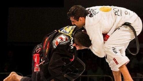 巴西柔术比赛选手被对手大招绞昏,裁判竟然就楞在一边看