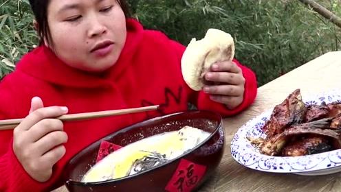 胖妹上菜市场买东西,童年的味道很馋人,一锅都不够吃!