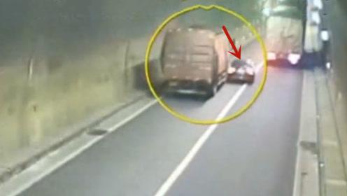 隧道里野蛮超车,要不是监控这一切谁会相信!悲剧收场