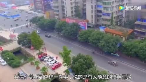 惊险!三岁宝宝马路爬行!危急时刻暖心司机下车救其一命!