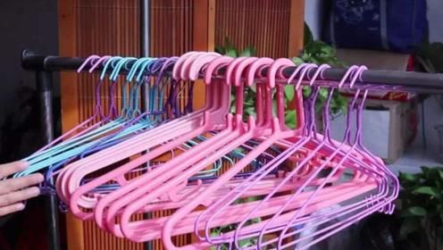 家里的衣架太多太乱难整理,保洁阿姨教我这样做,5秒就能搞定!