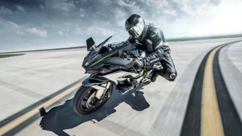 我不是买不起汽车而选择骑摩托车的,我喜欢的是骑行带给我的自由