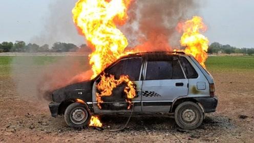 小伙测试汽车的质量,把炮竹塞进汽车里点燃 ,结果一发不可收拾!