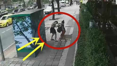 短裙美女走路回家,突然被重击头部,莫名其妙的被打?
