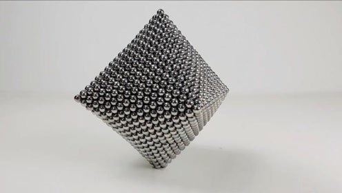 老外用1580个小磁珠,打造出八面巴克球,看到成品太惊艳了!
