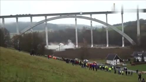 实拍哥伦比亚大桥爆破拆除全过程,看的真是太过瘾了!