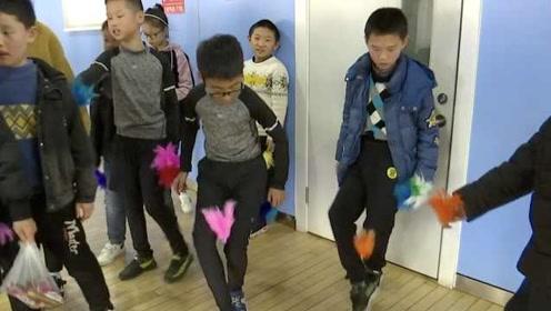 超稳!杭州小男生90秒踢毽220个,苦练4年参加比赛不输妹子