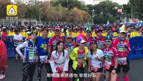 广州马拉松完赛选手搞怪加油:别跑了,奖牌一般般