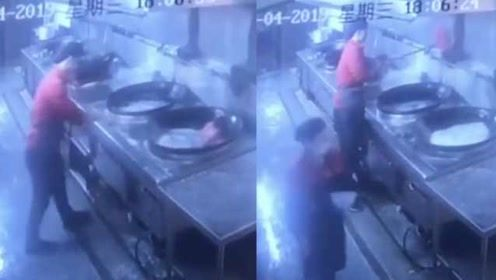 高校回应食堂用洗地扫把刷锅:承包方罚款5千,涉事员工开除