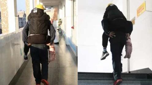 小学生右脚骨折,4名保安每天轮流背进6楼教室