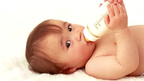 宝宝呛奶后别立马抱起来,正确做法或许是这样,新手爸妈要牢记