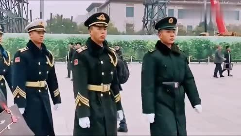 国旗卫士去执勤,身板笔直,个个颜值都很帅气!