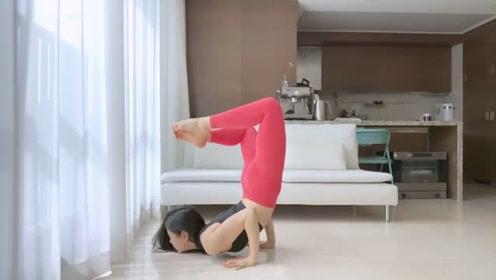 这个瑜伽动作能有效缓解腰痛,还能减大腿肉