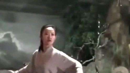 小姐姐是一位武术爱好者,她练的是正宗的陈式太极拳,感觉非常厉害!