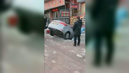 女司机错把油门当刹车冲进地下室 车头撞墙惨遭毁容