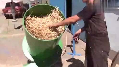 这种稻杆粉碎机,感觉在农村有很大用处,很值得推广!