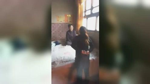 女子辱骂殴打婆婆被丈夫拍下全程 结局令人舒适
