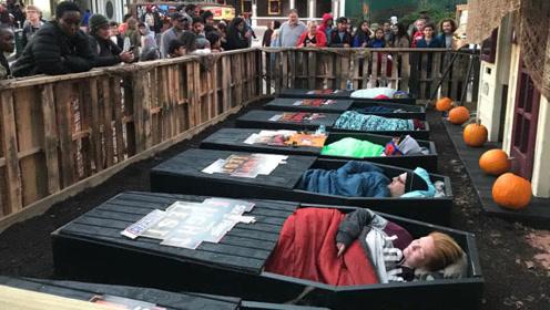 """老外举办""""躺棺材""""比赛,躺满30个小时就送棺材,你想挑战吗?"""