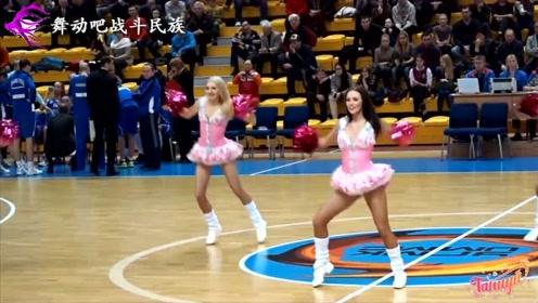 俄罗斯啦啦队女孩的表演令人无法自拔!观众:再来一个