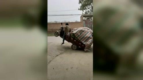 三轮车:太重了,老子想歇会儿