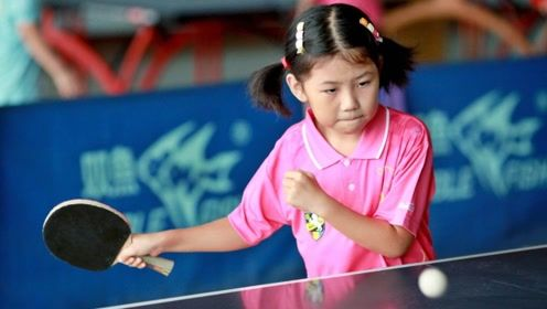 国乒为什么这么强?中国6岁女孩练球被训,一边哭还一边练