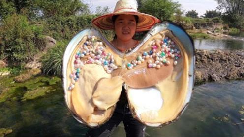 大姐河边捡到巨大珍珠蚌,长相比人脸还大,打开后太开心了
