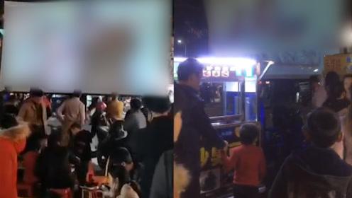 广场夜市上有人当众播放淫秽视频 警方:2人被行拘,扣押相关物品