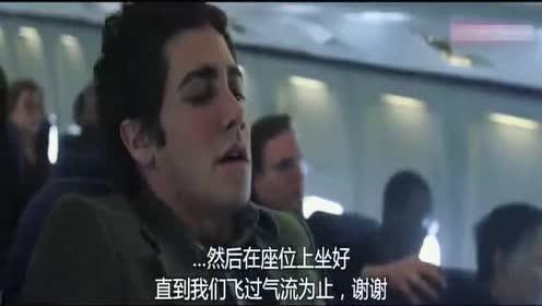 飞机突然遭到强气流!空姐差点被砸到!