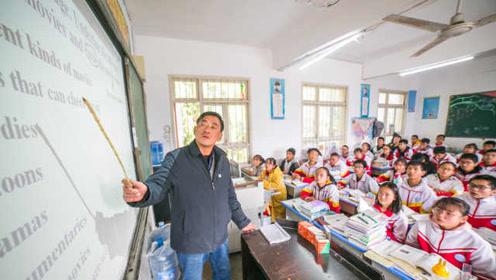 5旬英语老师患癌,从教35年视讲台如命,称不倒下绝不退休
