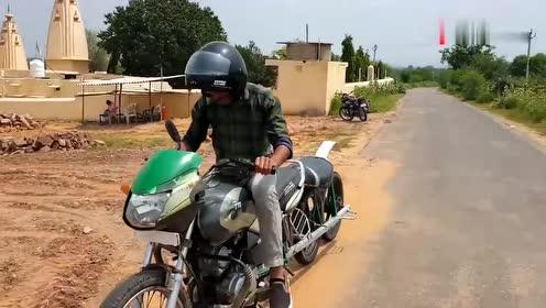 印度小伙给摩托车装上四个轮胎,没想到上路效果还挺意外!
