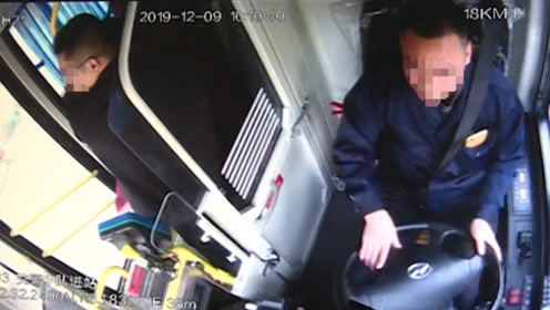 """江门公交车上现扒手 司机将其""""送""""到交警门口"""