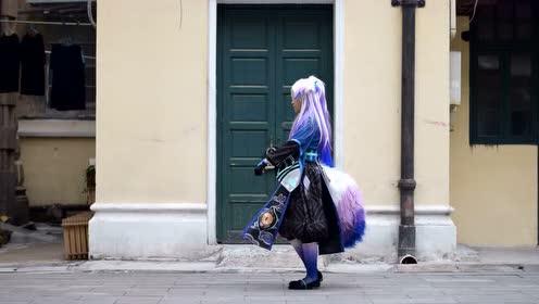 妖狐美女在家门口跳的是什么鬼