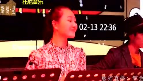 19岁漂亮妹子居然敢在KTV唱这首歌,我给你99分!