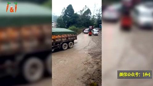 一场刹不住的交通事故,大车司机选择打一把方向赌一把!