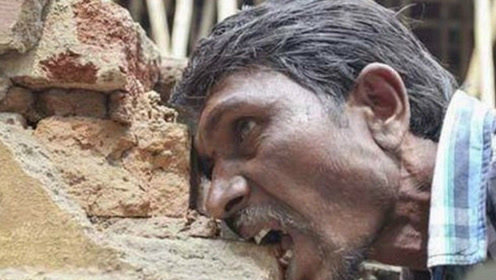 印度男子吃了几十年砖头,看着他嚼砖头的眼神有点毛骨悚然