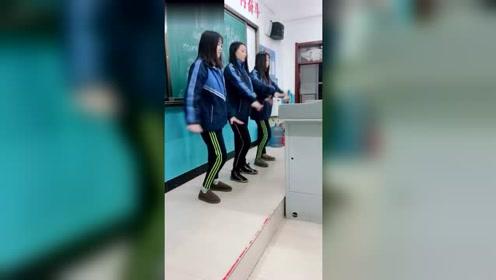 这个班的男生真幸福,下课后可以看三大美女跳舞,一饱眼福