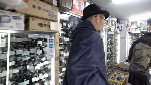 东京最全的古董相机店藏在小吃街里,日本天皇来也得排队等着开门