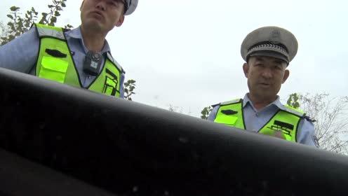 奇葩 协警上路查反问驾驶员要执法证