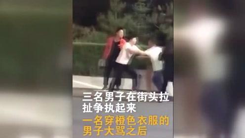 3男子当街拉扯 女子劝说被成件啤酒重重砸倒在地