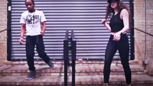 街头偶遇机械舞女神尬舞
