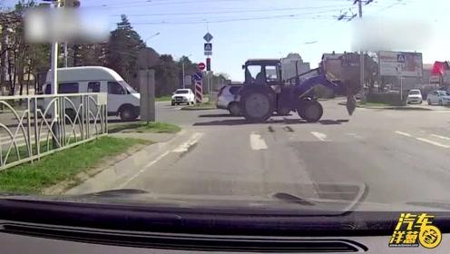 板子掉在马路上,看战斗民族怎样帮人捡东西