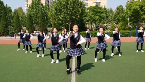 小学生跳《海草舞》火了,满满的青春活力,也就看了20多遍