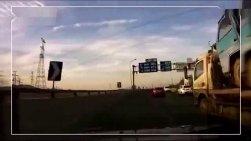 结局是亮点 高架桥上和特斯拉疯狂飙车