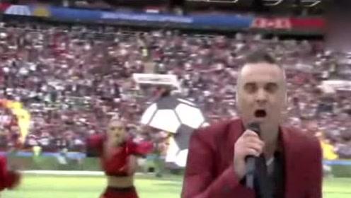 英国歌星世界杯开幕式表演中向镜头比中指 引网友狂喷