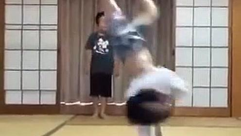 熊孩子的斗舞现场!遇到对手就得一决高下!