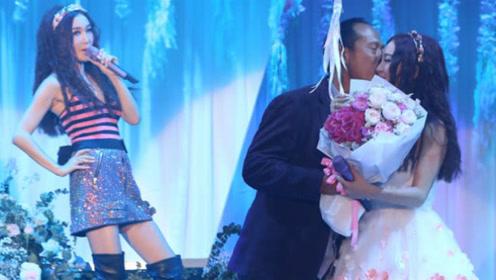 51岁温碧霞化身花仙子举行演唱会 老公献花送吻阿娇大抢风头